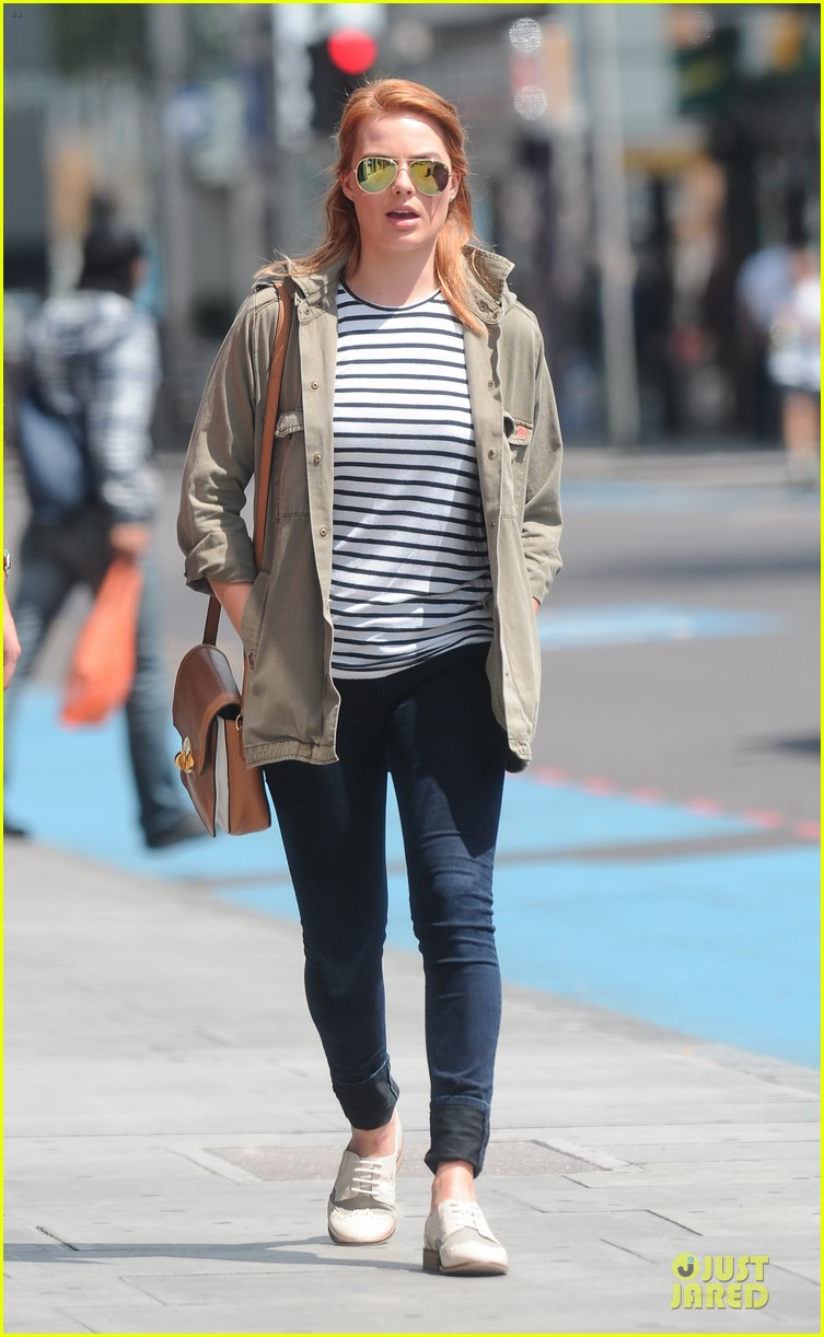margot robbie adds topshop to wardrobe 063131121