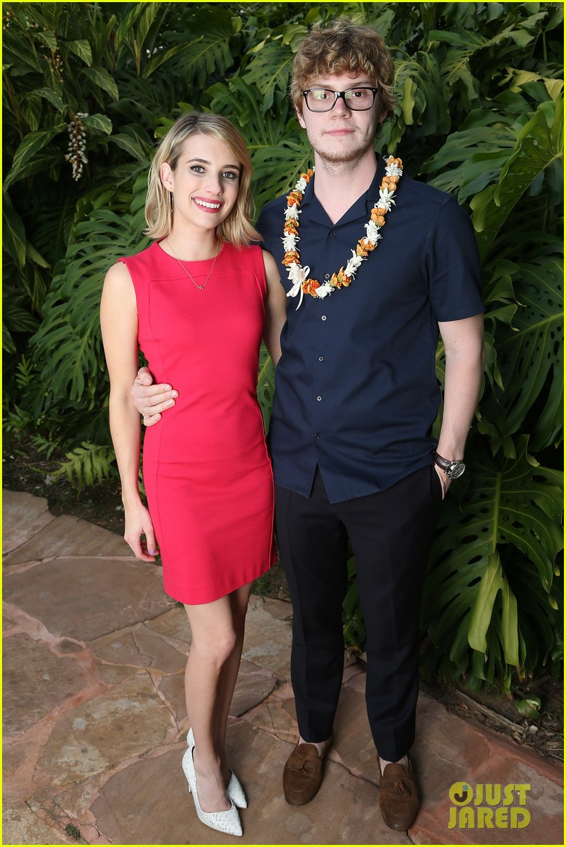 emma roberts wins shining star awards maui film festival 03