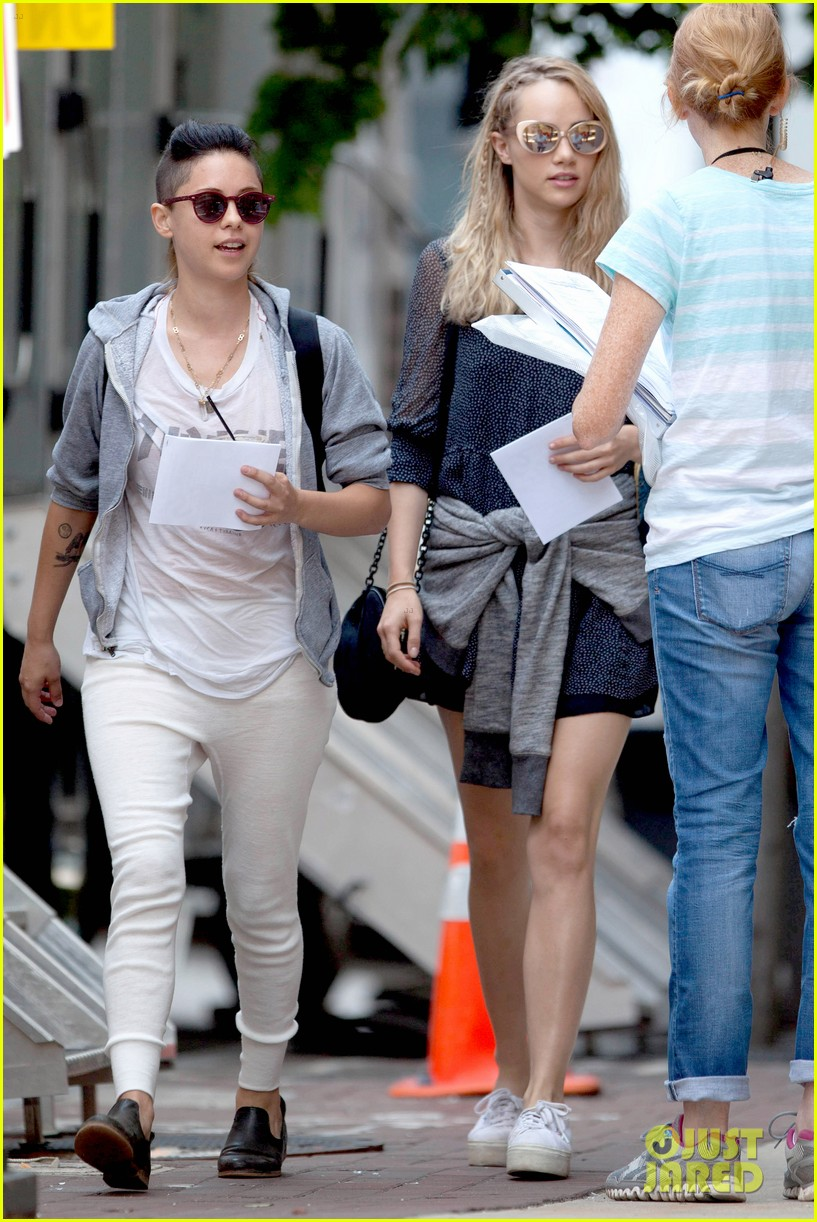 suki waterhouse rosa salazar insurgent set 02