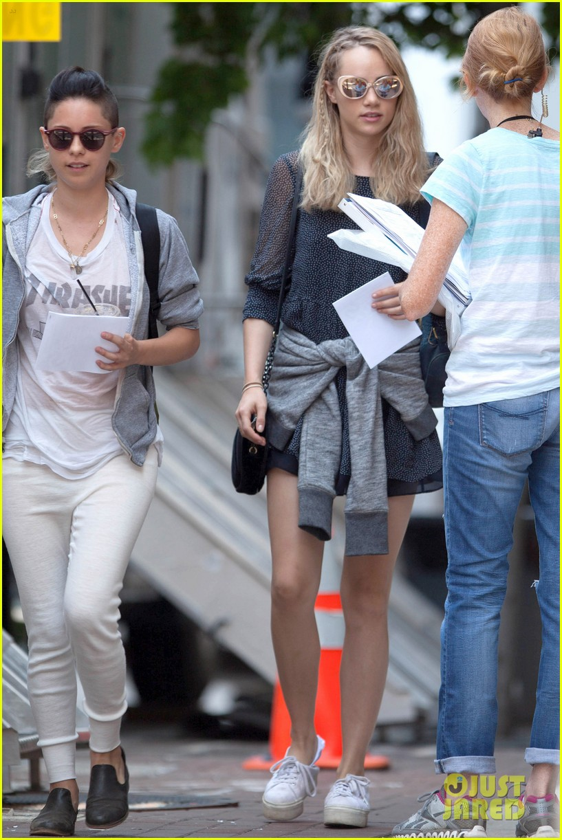 suki waterhouse rosa salazar insurgent set 06