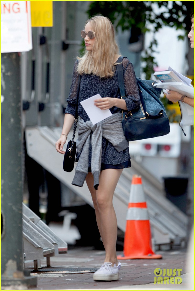 suki waterhouse rosa salazar insurgent set 11