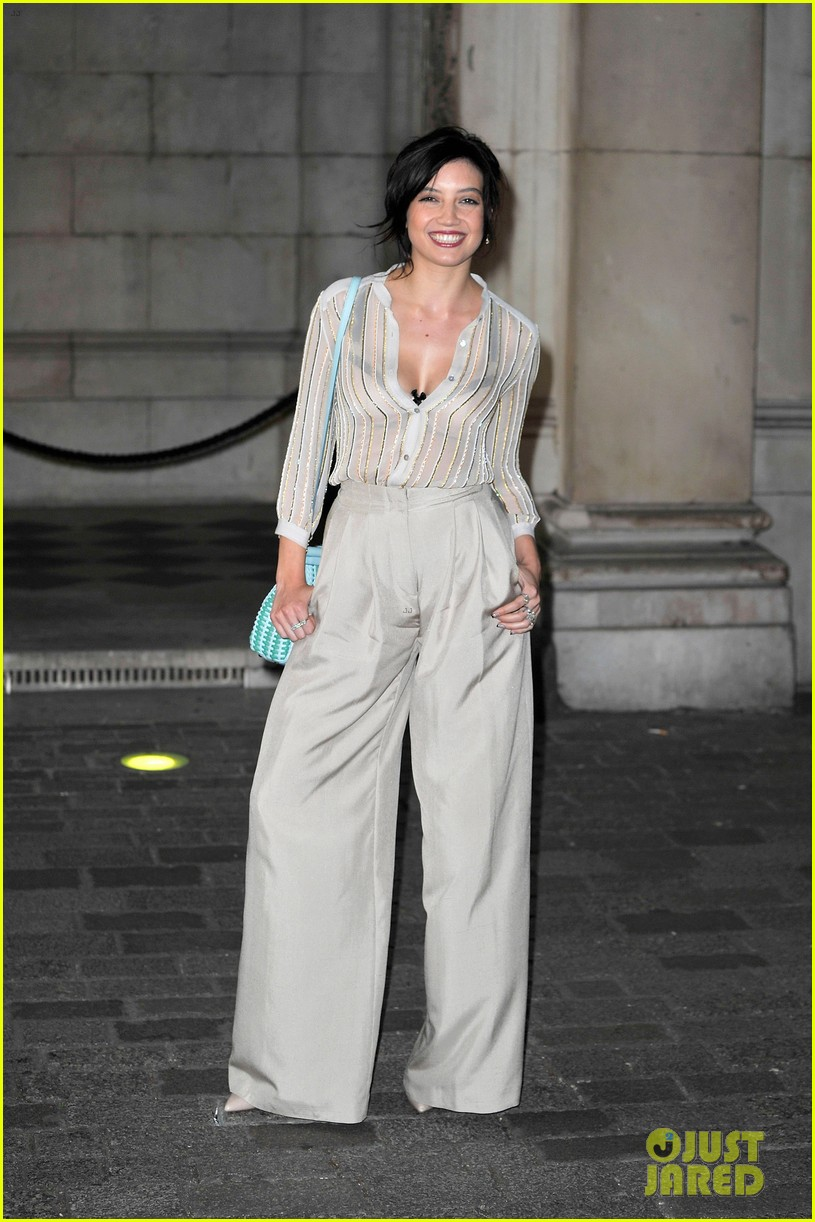 liberty ross daisy lowe keep it classy at royal academy summer exhibition 09
