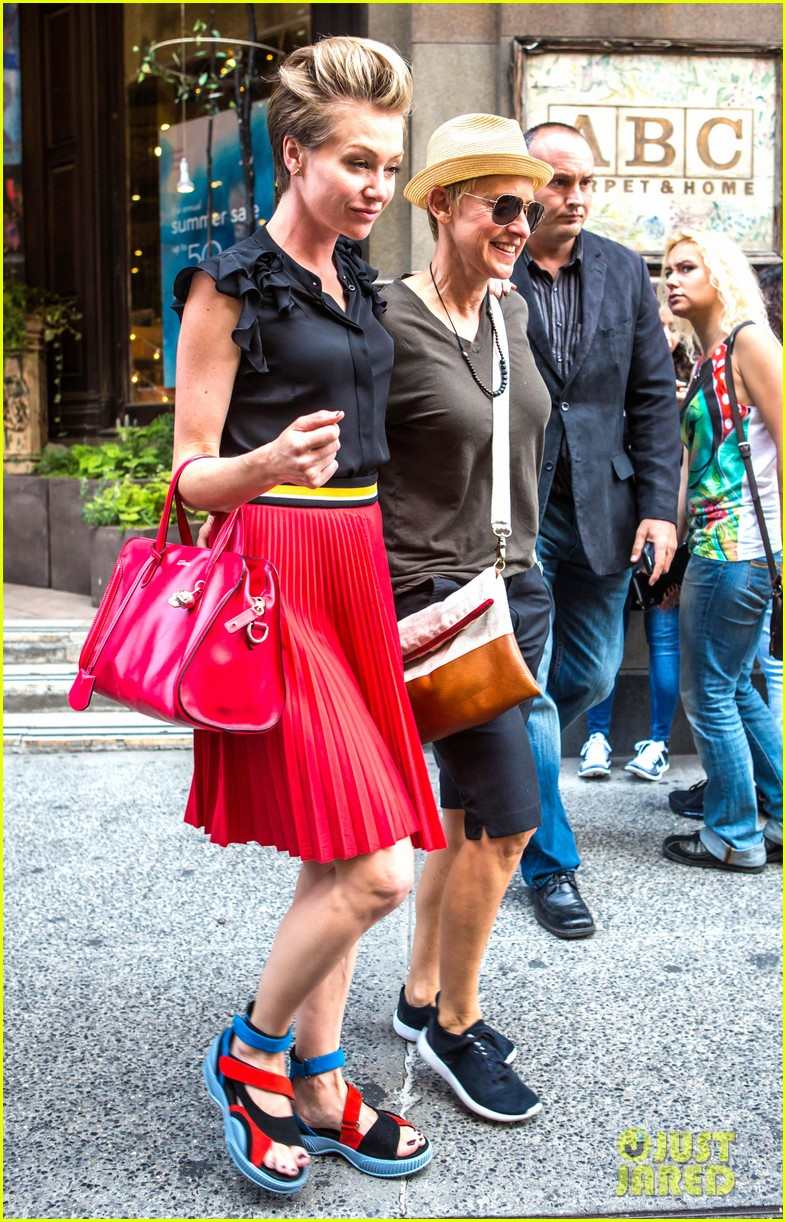 ellen degeneres portia de rossi hold hands tracy morgan 113140222