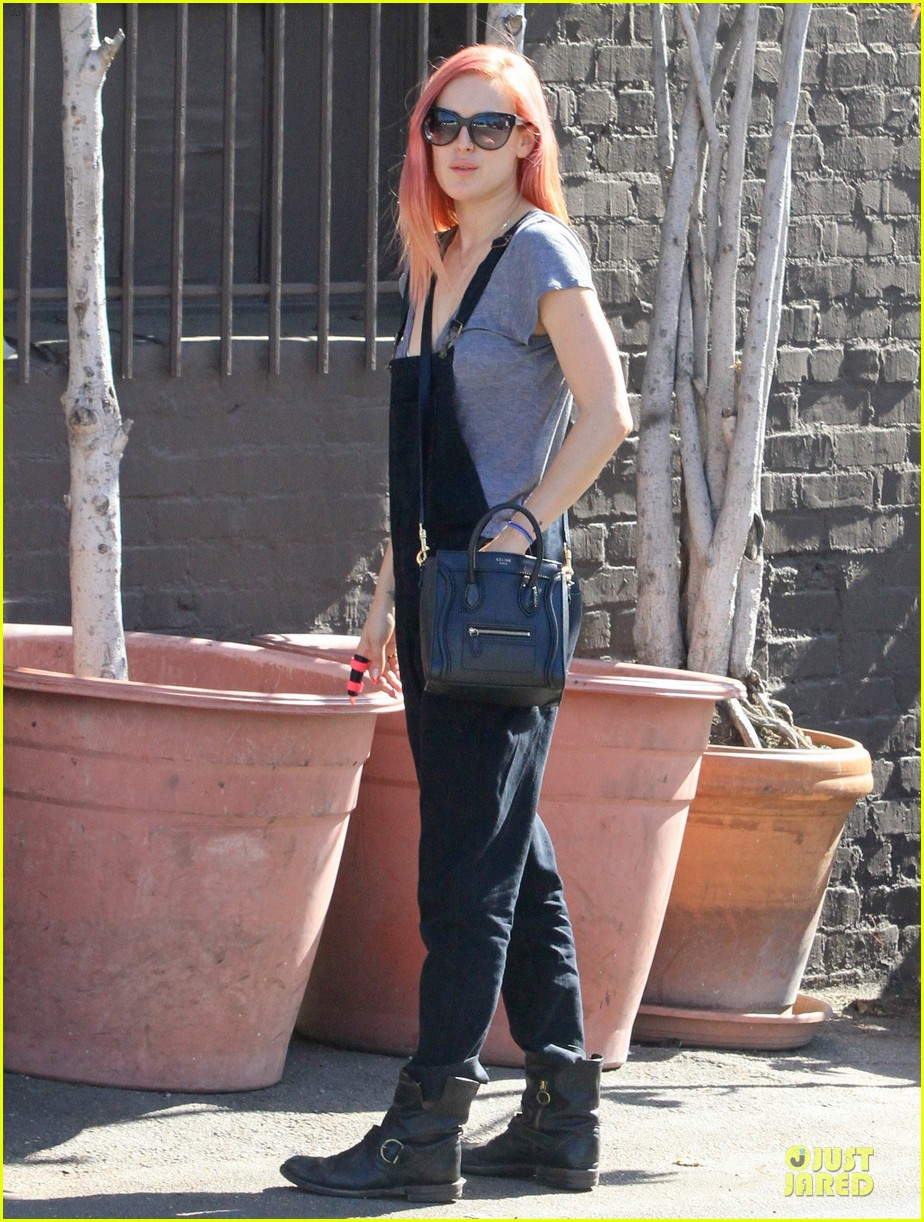 rumer willis makes overalls more popular 093128678