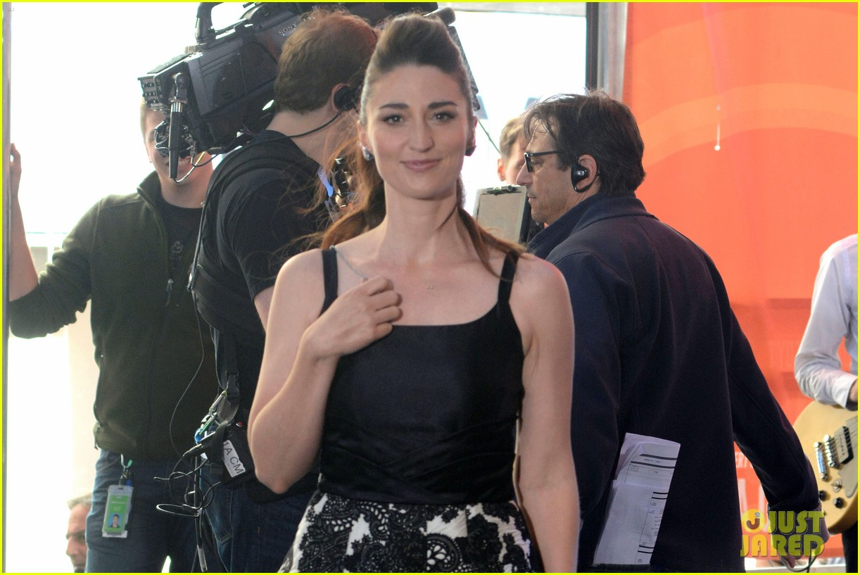 sara bareilles performs brave on today show 023129913