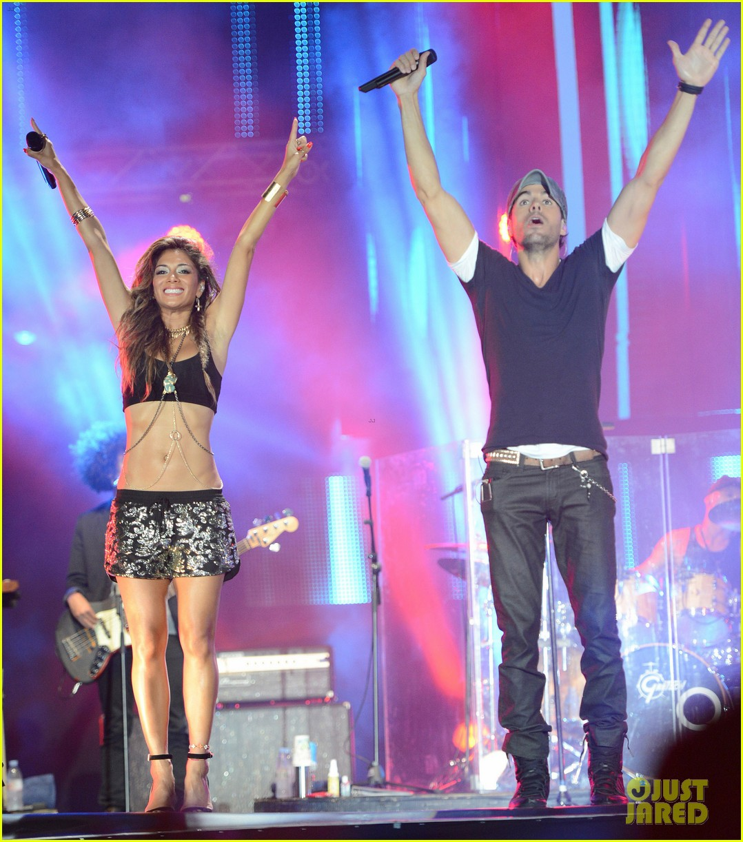 nicole scherzinger enrique iglesias perform together at isle of mtv 253143863