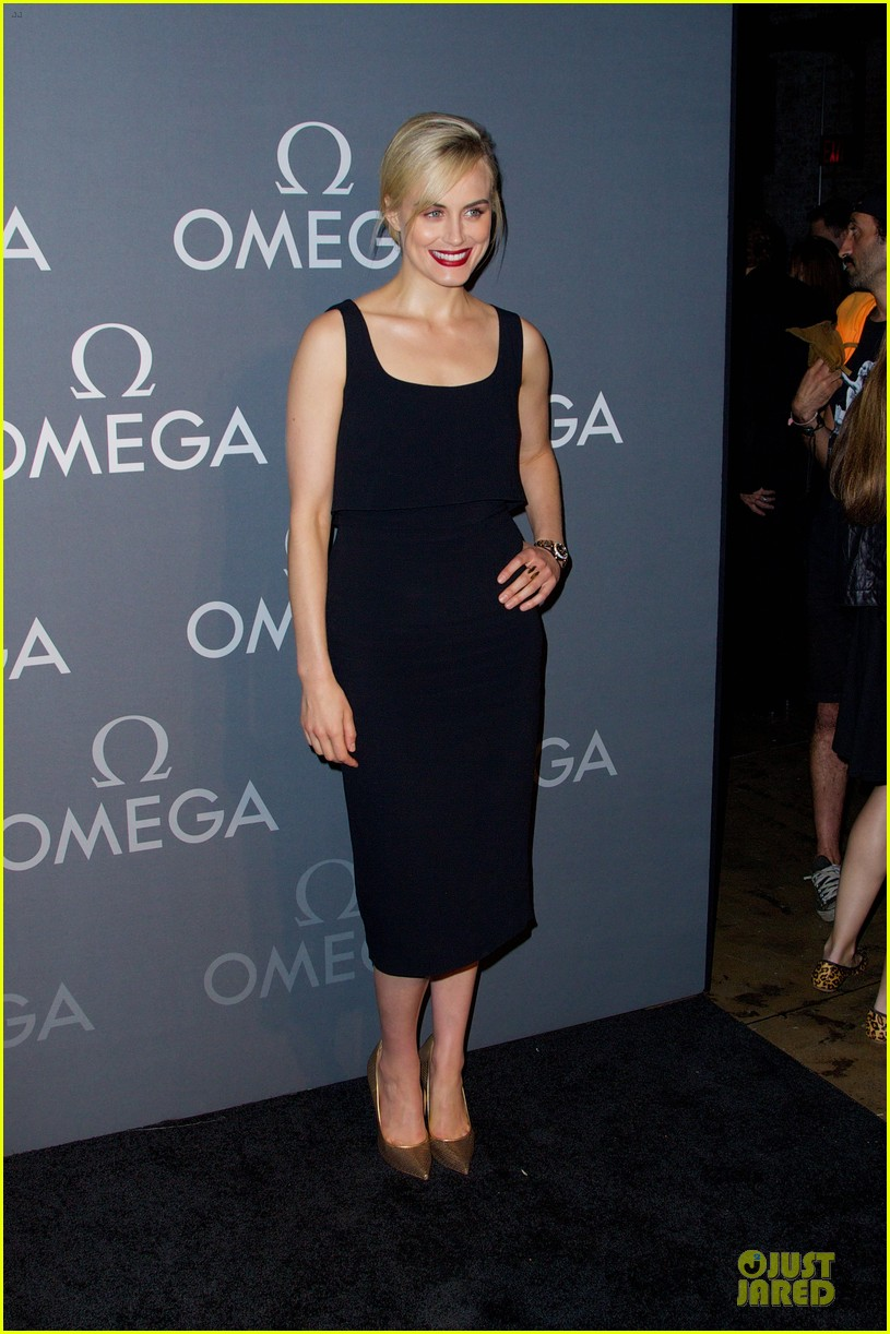 taylor schilling jaime king hang out omega event 01