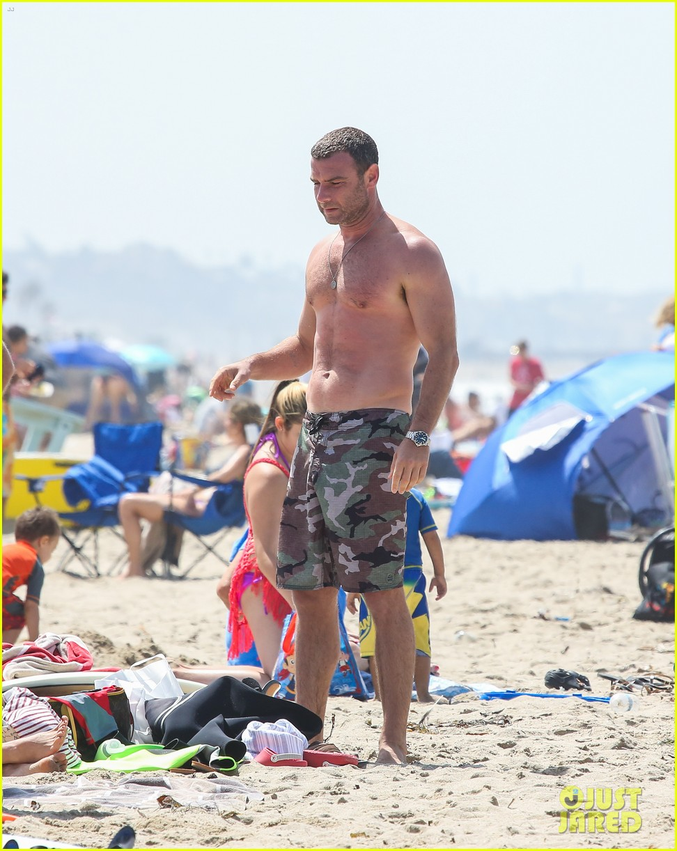 liev schreiber shirtless beach fathers day 04
