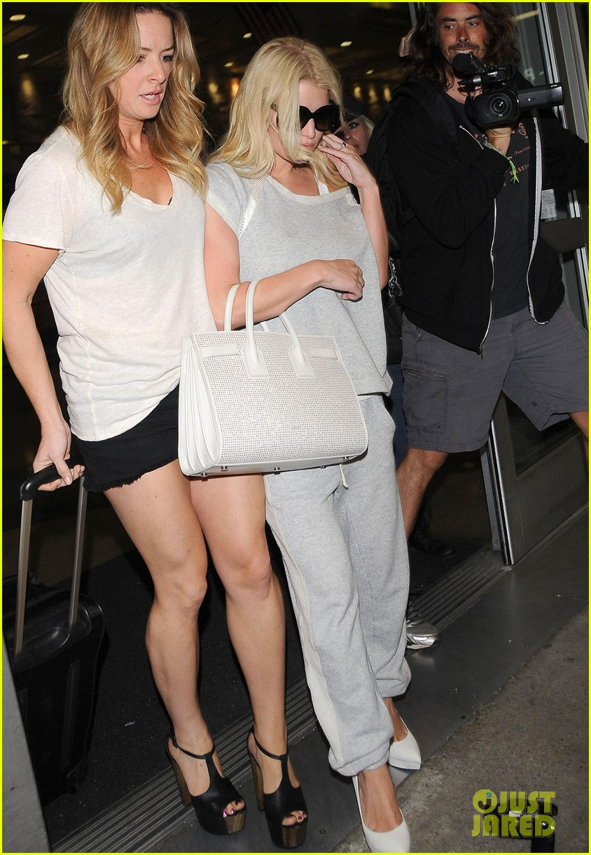 jessica simpson pairs heels with sweatpants at lax 08