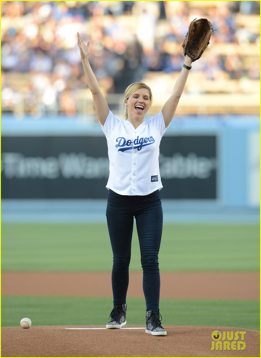 sophia bush proud first pitch dodgers game 03