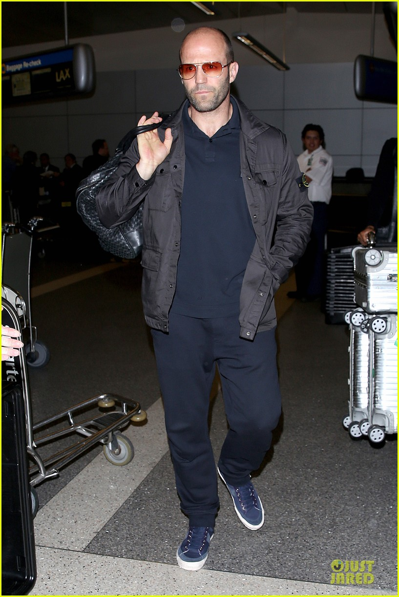 jason statham brings back barely anything to la 043130434