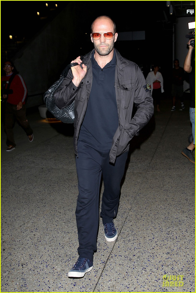 jason statham brings back barely anything to la 06