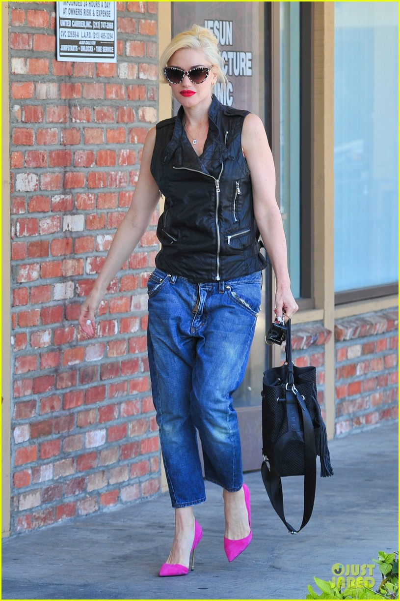 gwen stefani hot pink at acupuncture clinic 143130270