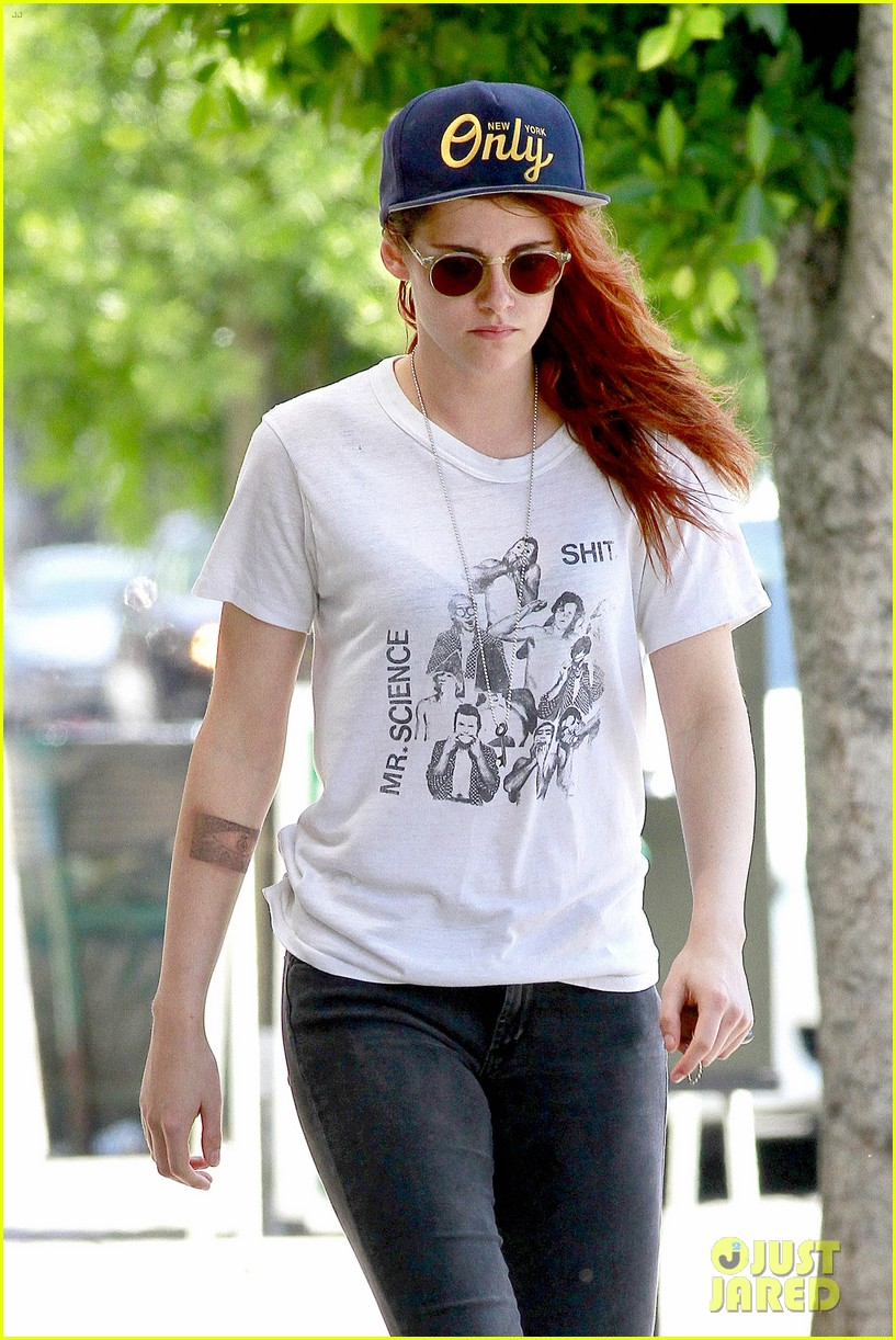 kristen stewart steps out solo on fathers day 07
