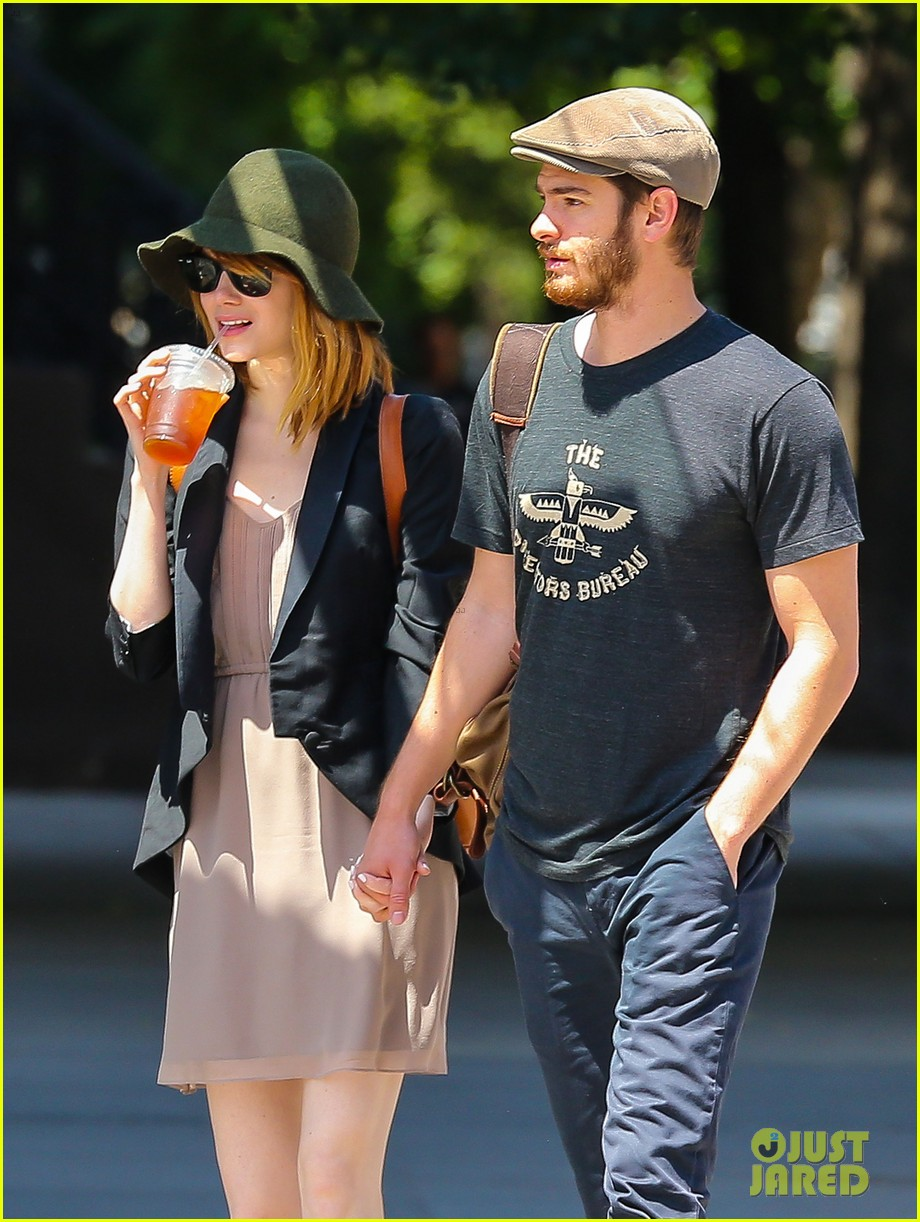 emma stone andrew garfield hold hands new york 033136558