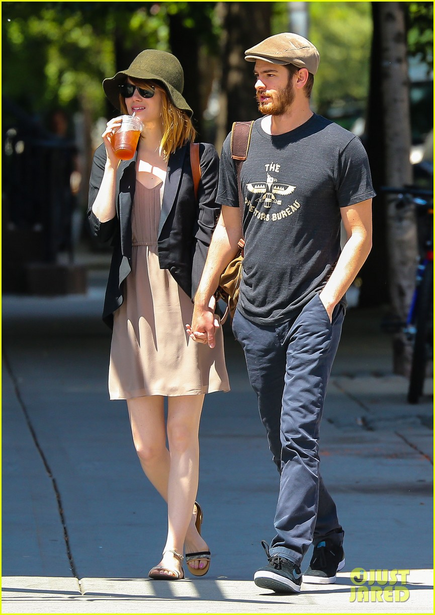 emma stone andrew garfield hold hands new york 05