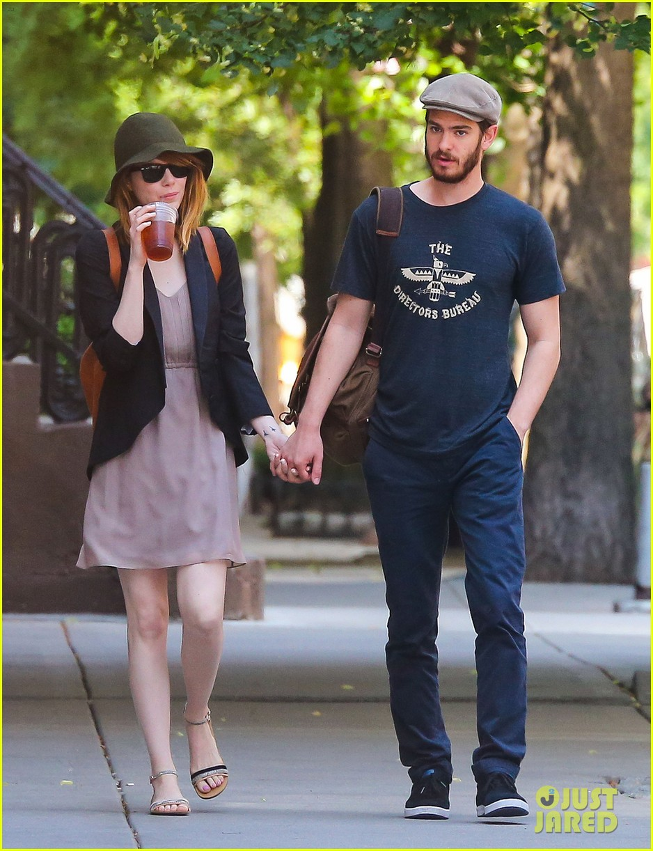 emma stone andrew garfield hold hands new york 07