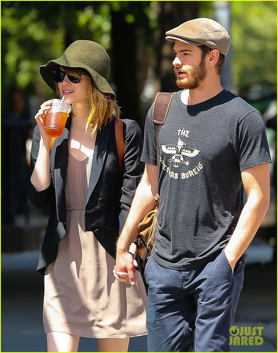 emma stone andrew garfield hold hands new york 11