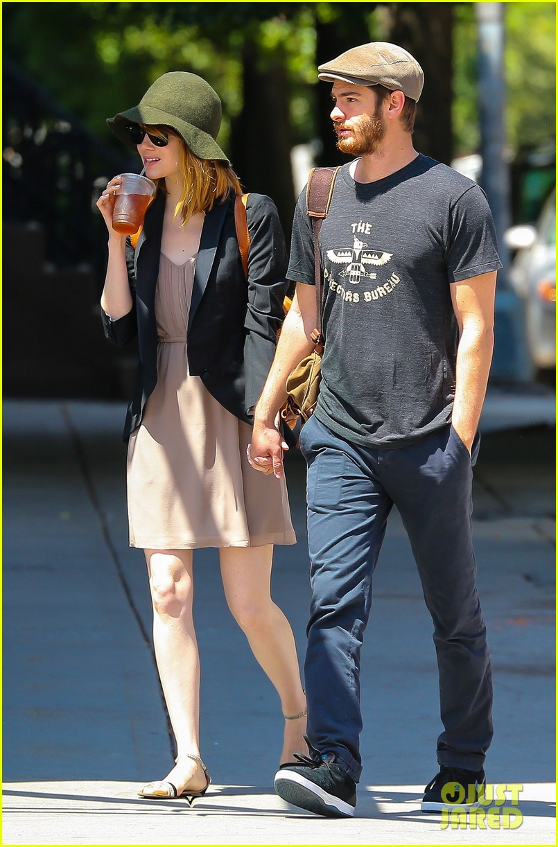emma stone andrew garfield hold hands new york 123136567