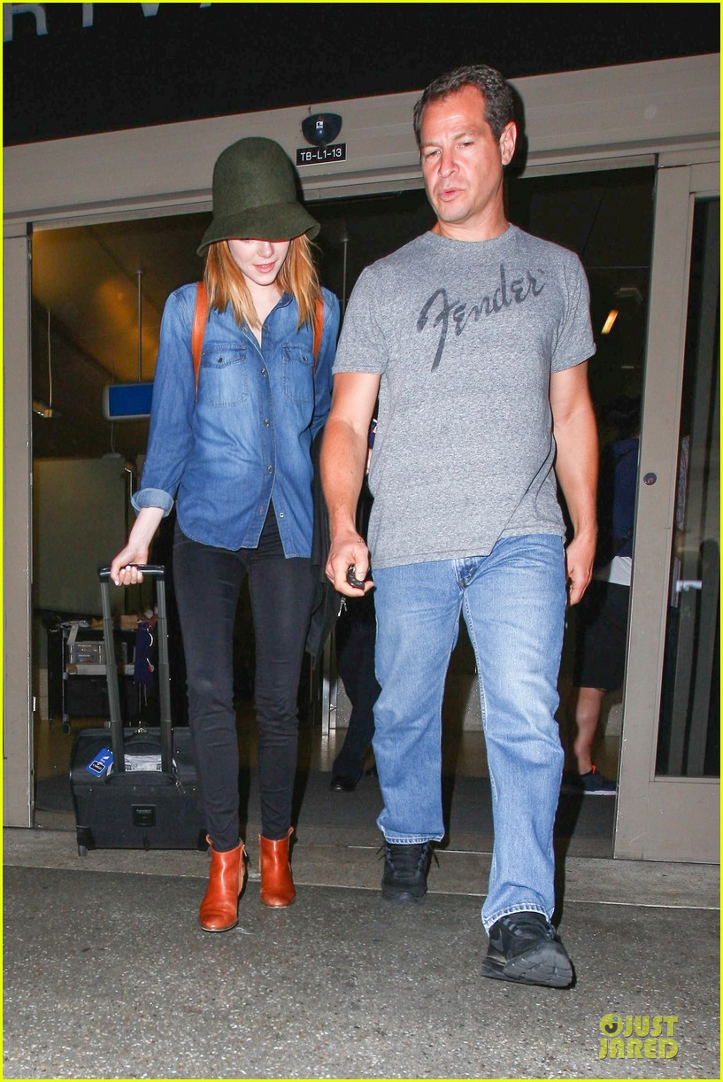 emma stone andrew garfield land in los angeles separately 01
