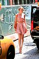 taylor swift ri home breakin midriff 04