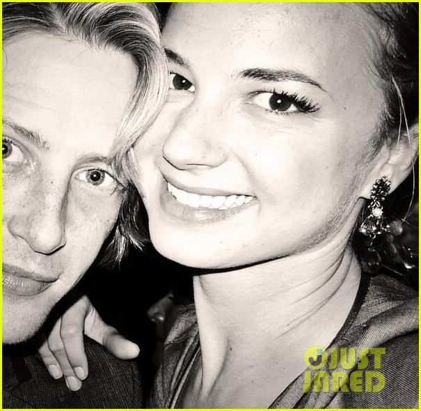 emily vancamp gives big love to gabriel mann 03