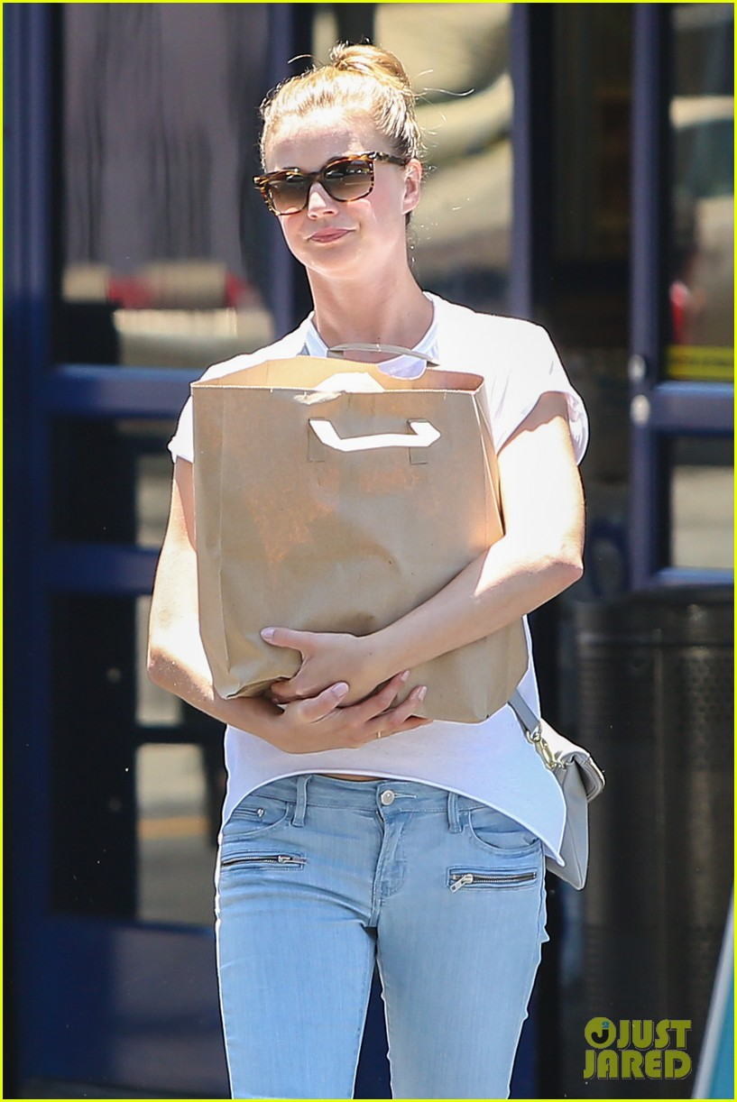 emily vancamp gives big love to gabriel mann 08