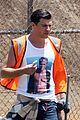 vatalii sediuk wears brad pitt t shirt to do community service 04