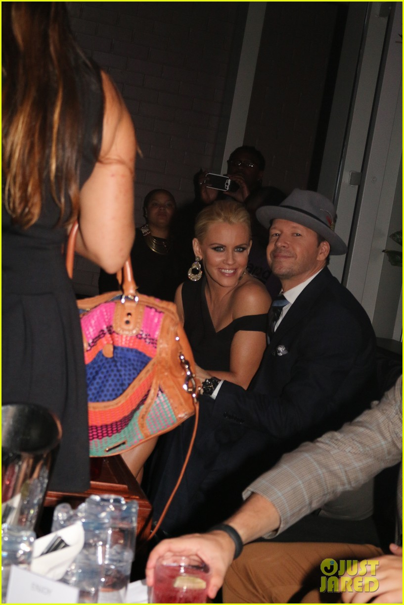 donnie wahlberg jenny mccarthy wedding wont be lavish 093134229