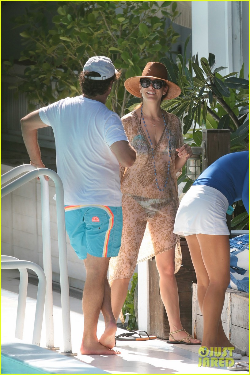 kate walsh amazing bikini body 033137449