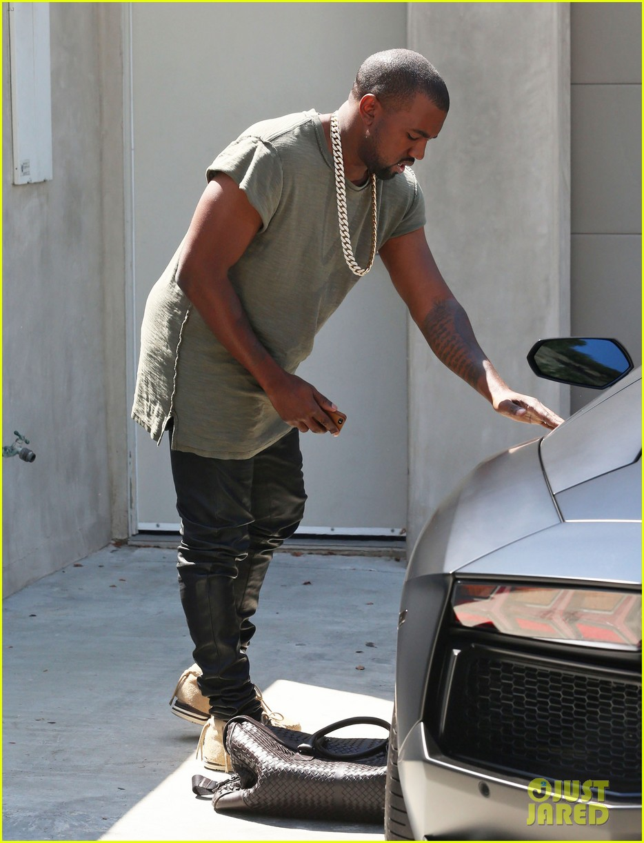 kanye west arrives home north birthday party 053141283