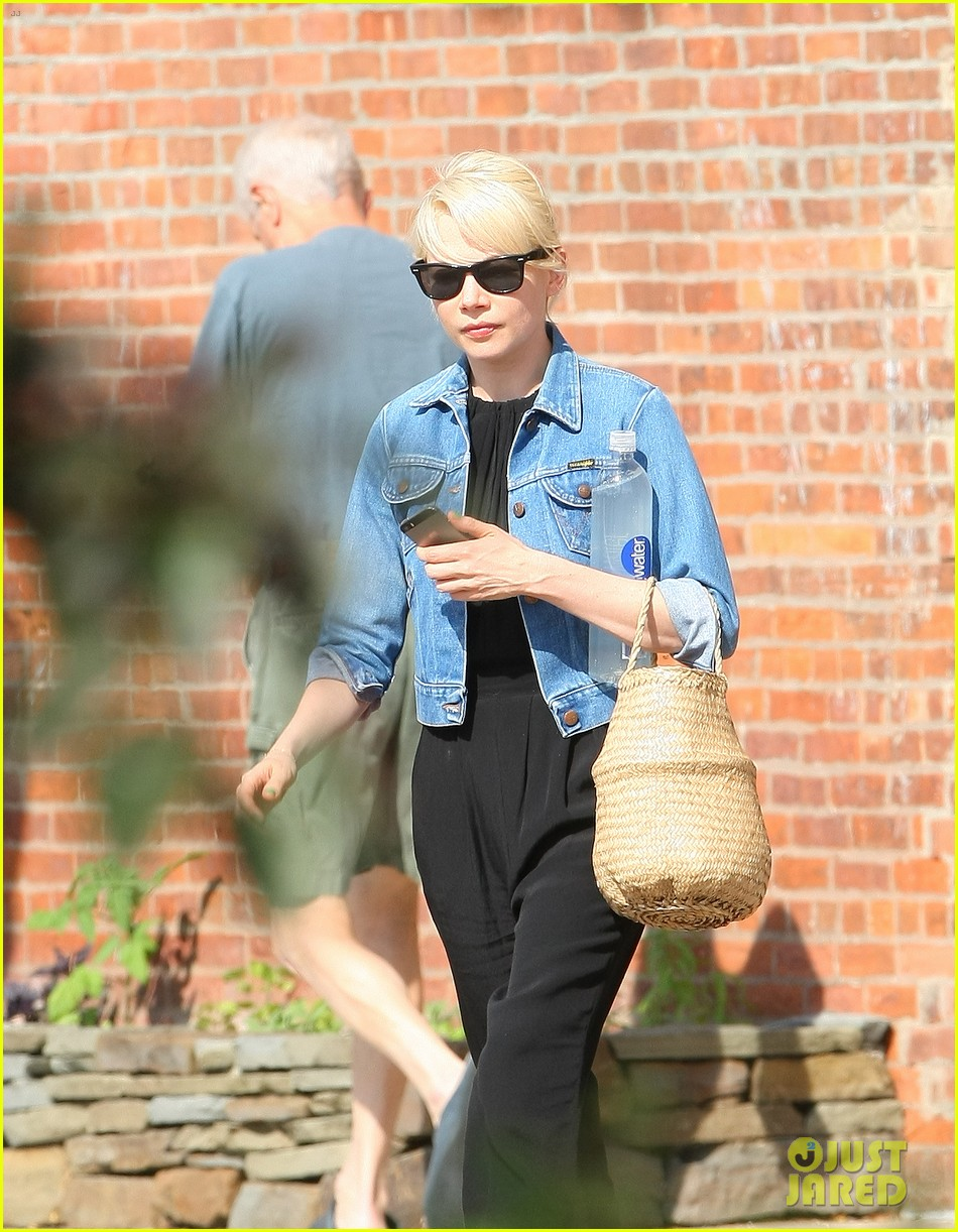 michelle williams heads to cabaret before shia labeoufs arrest 043144384
