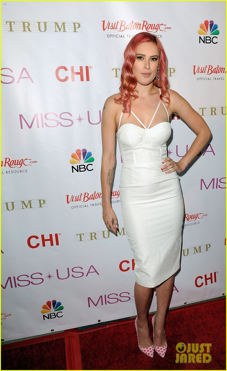 rumer willis is lovely in white for miss usa competition 2014 05
