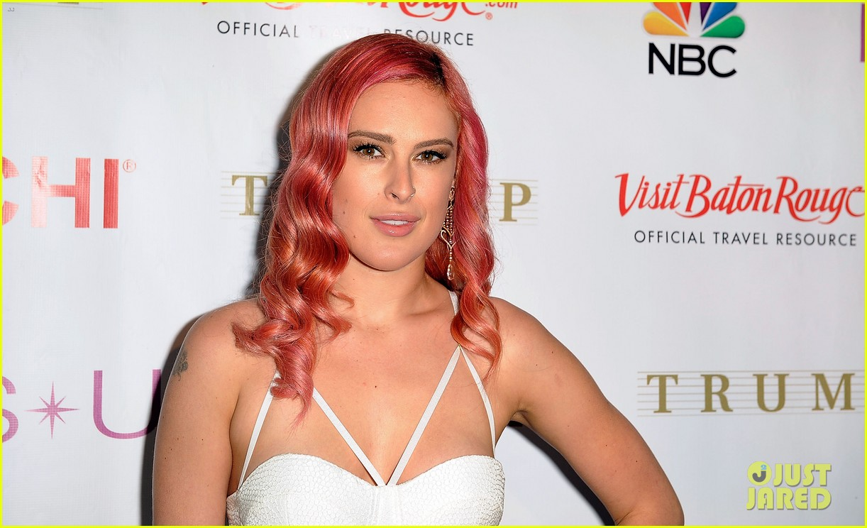 rumer willis is lovely in white for miss usa competition 2014 073131706