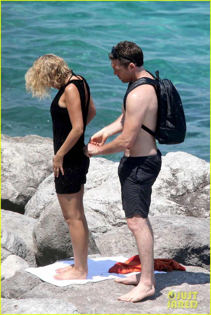 sam worthington lara bingle get handsy pack on the pda on beach 13