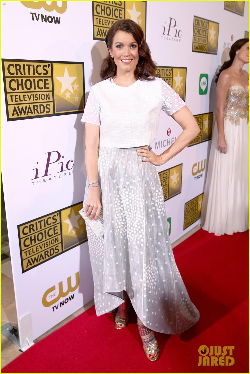 bellamy young wins at critics choice tv awards 2014 143139412