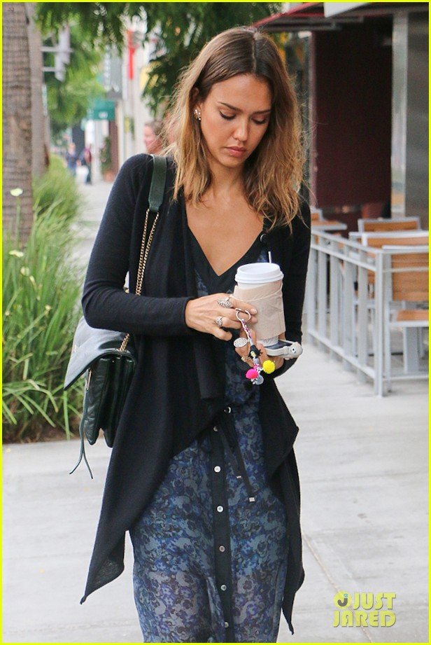 jessica alba spreads positivity on the internet watch now 023148087