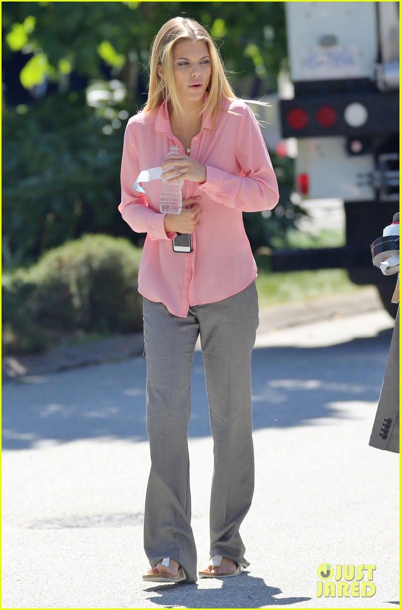 AnnaLynne McCord Shares a Laugh on Lunch Break: Photo ...