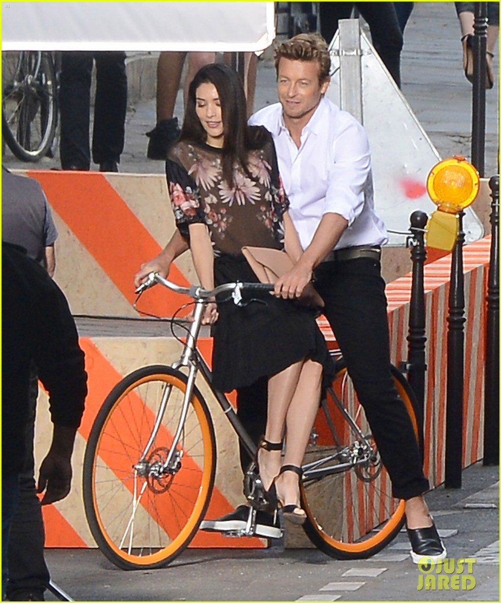 simon baker picks up a lady on his bike for givenchy commercial 04