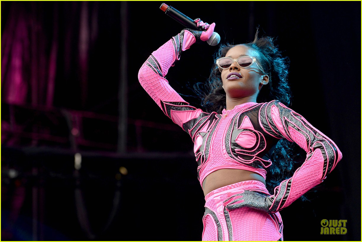 azealia banks rocks pink midriff outfit at wireless festival 12