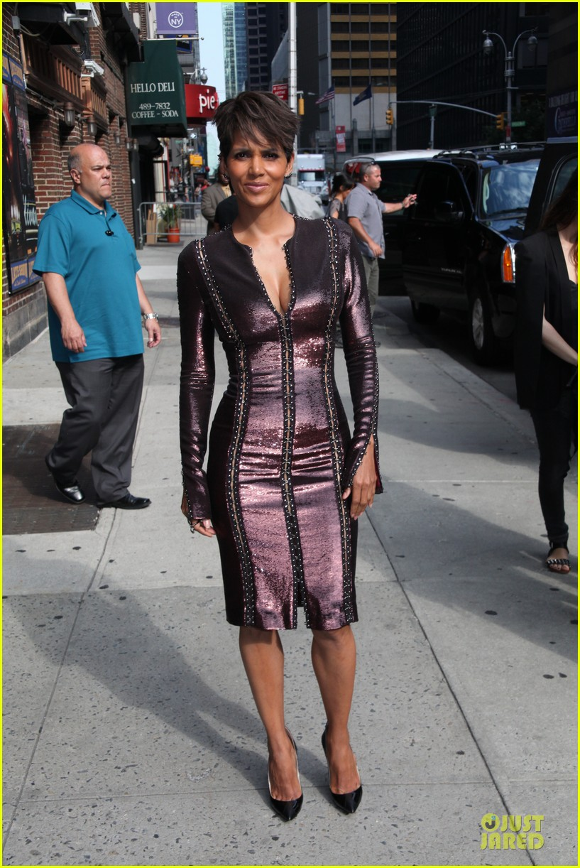 halle berry shows some cleavage at letterman 10