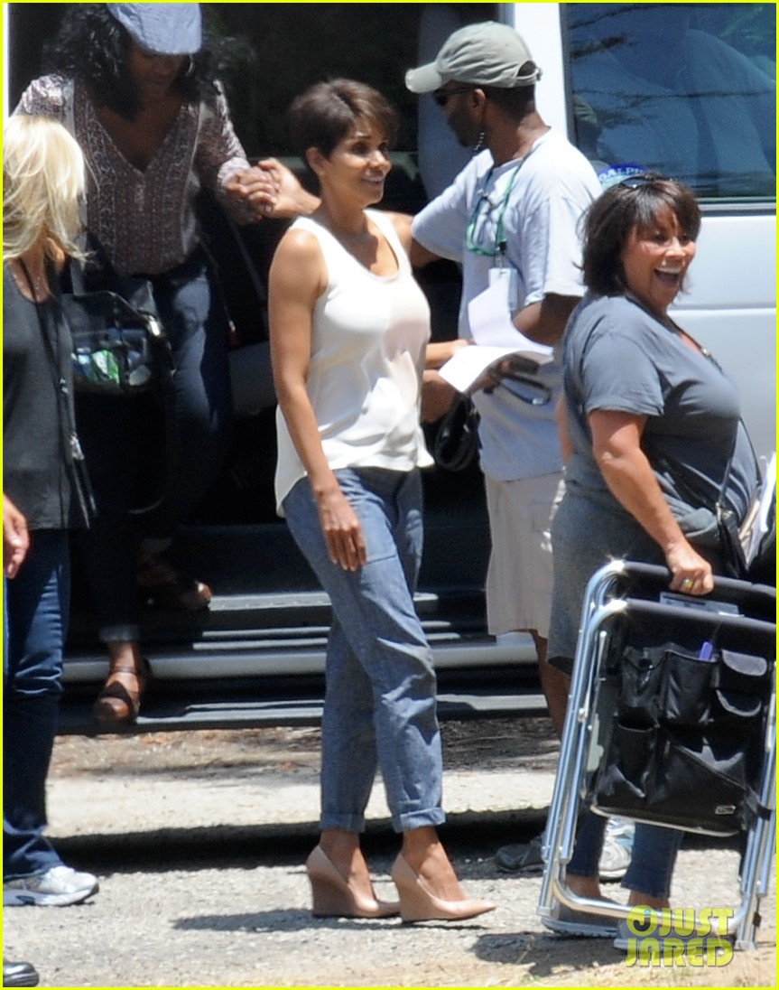 halle berry has intense space encounter in extant 02