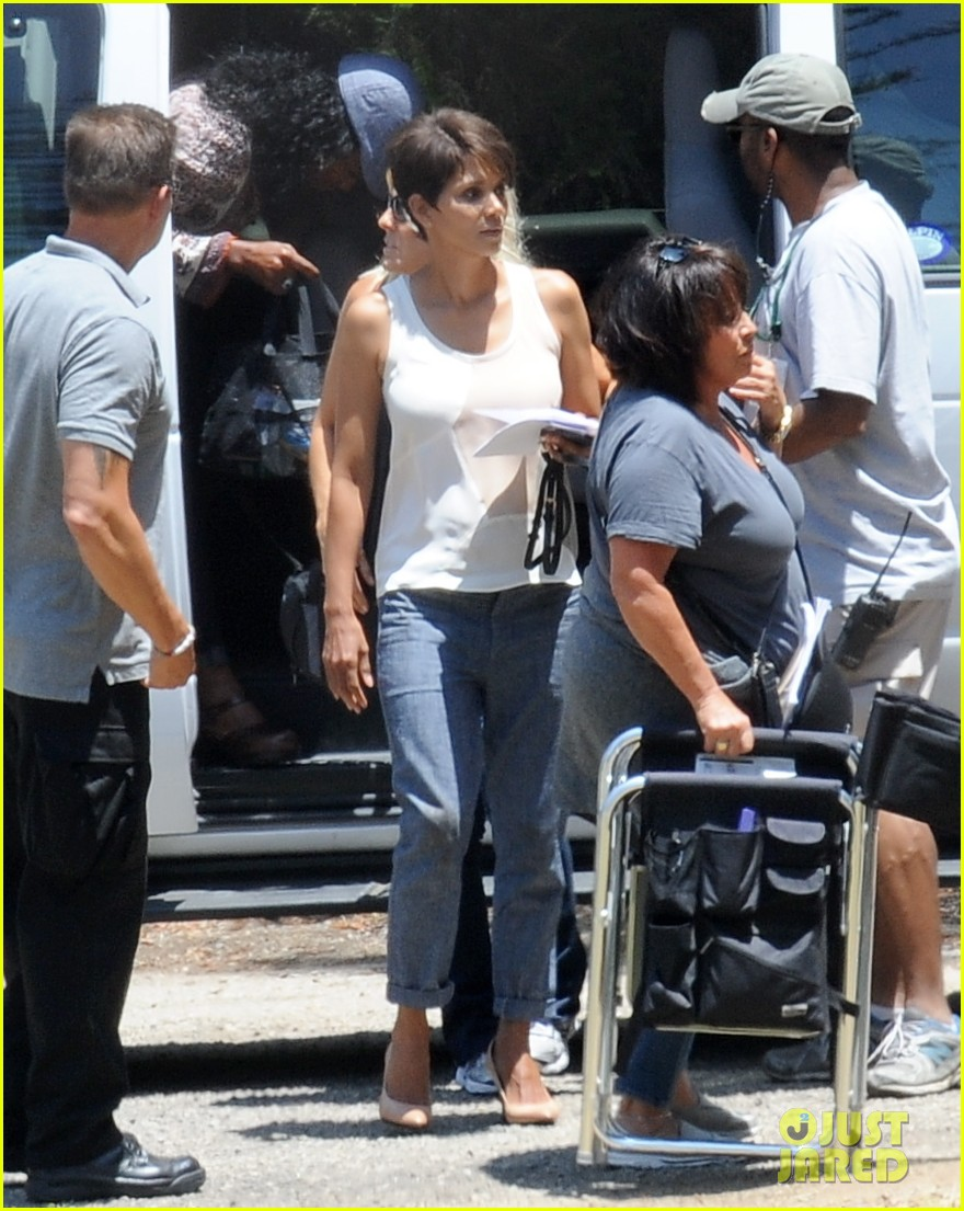 halle berry has intense space encounter in extant 07