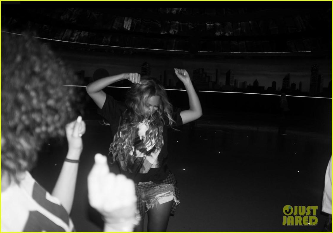 Roller skating rink music - Beyonce Recreates Blow Music Video At Houston Roller Rink