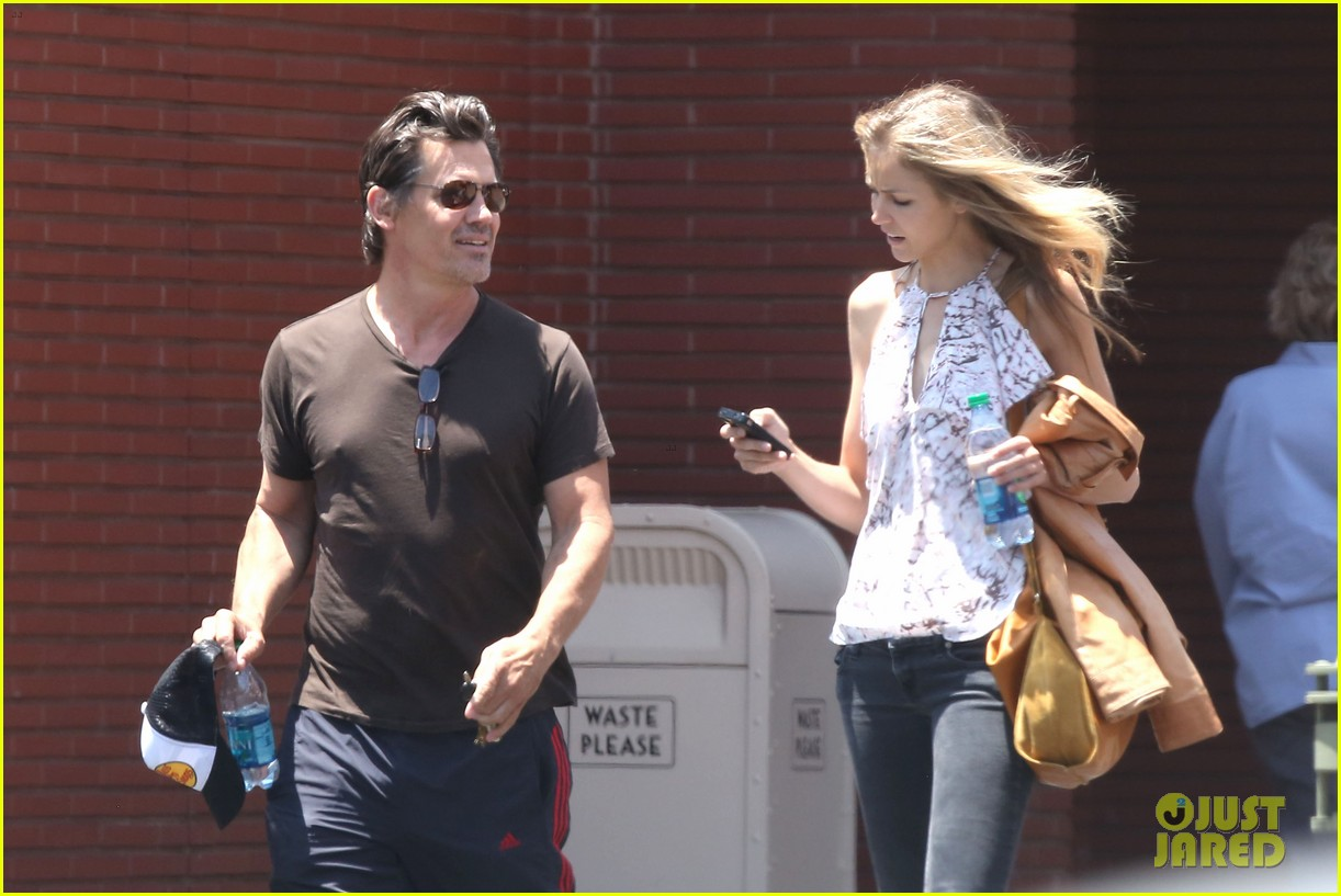 josh brolin girlfriend kathryn boyd run errands together in the valley 06