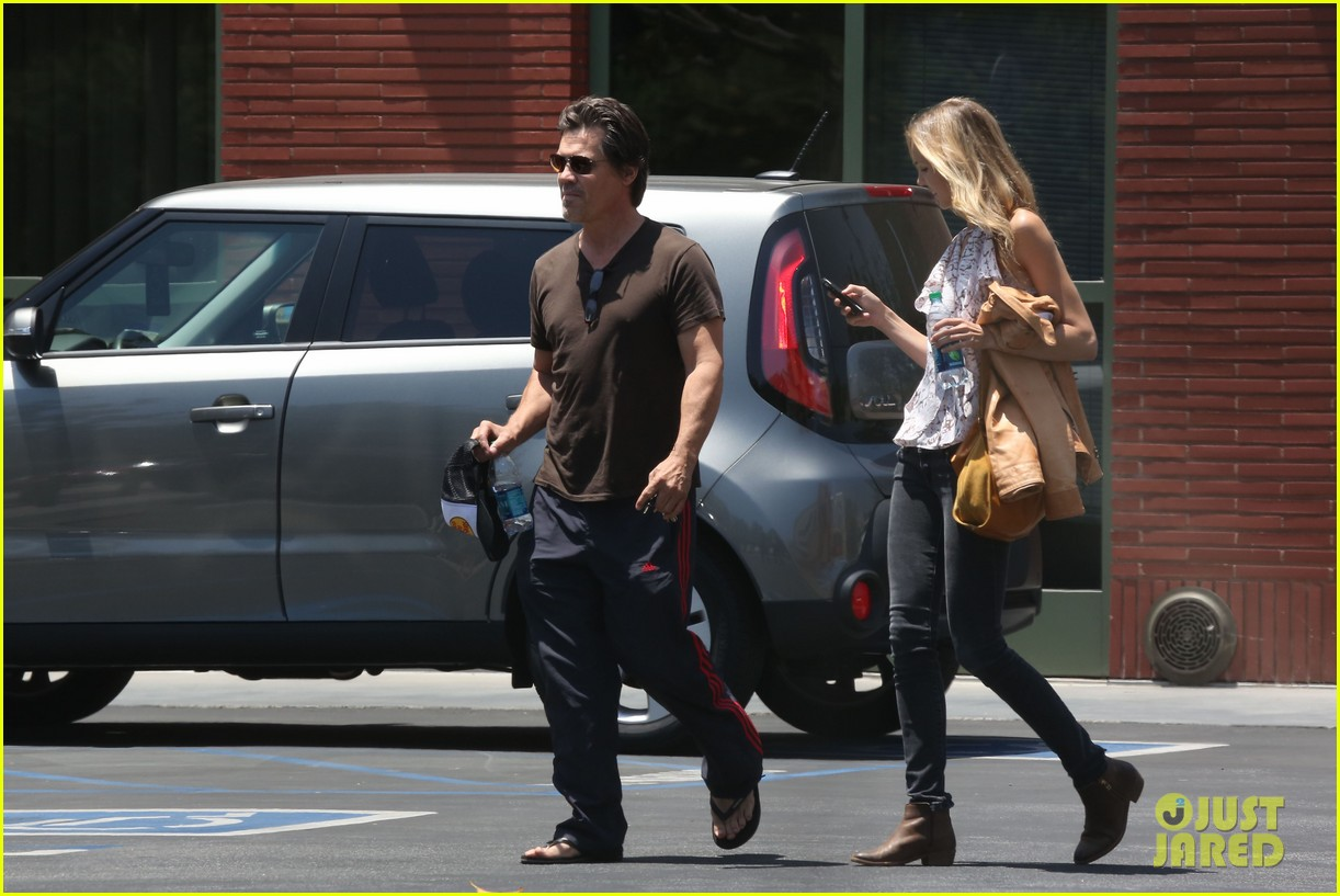 josh brolin girlfriend kathryn boyd run errands together in the valley 08