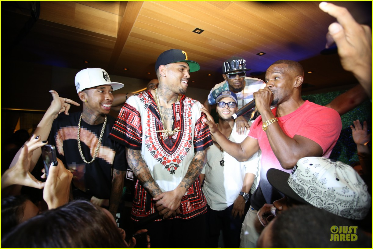 chris brown karreuche tran celebrate july 4th together in malibu 08
