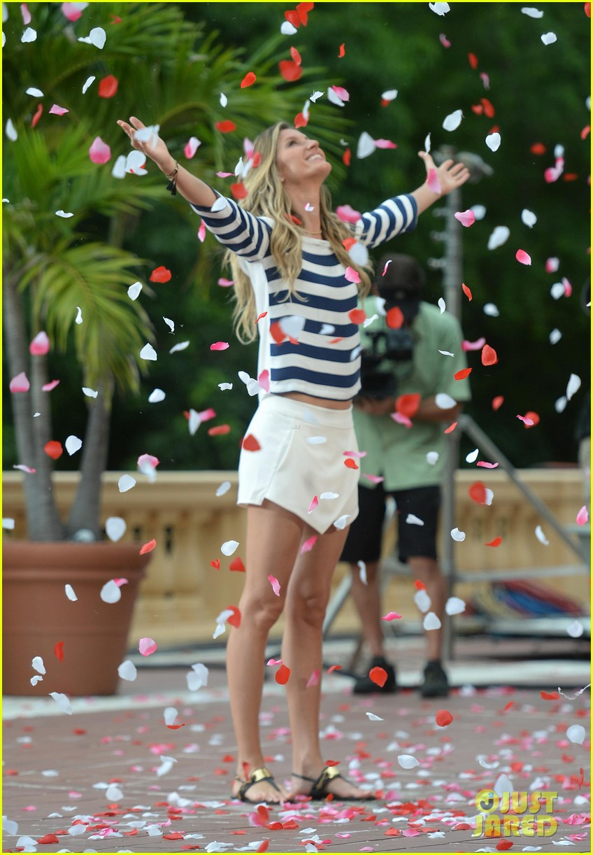 gisele bundchen showered with rose petals 073153652