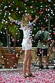 gisele bundchen showered with rose petals 13