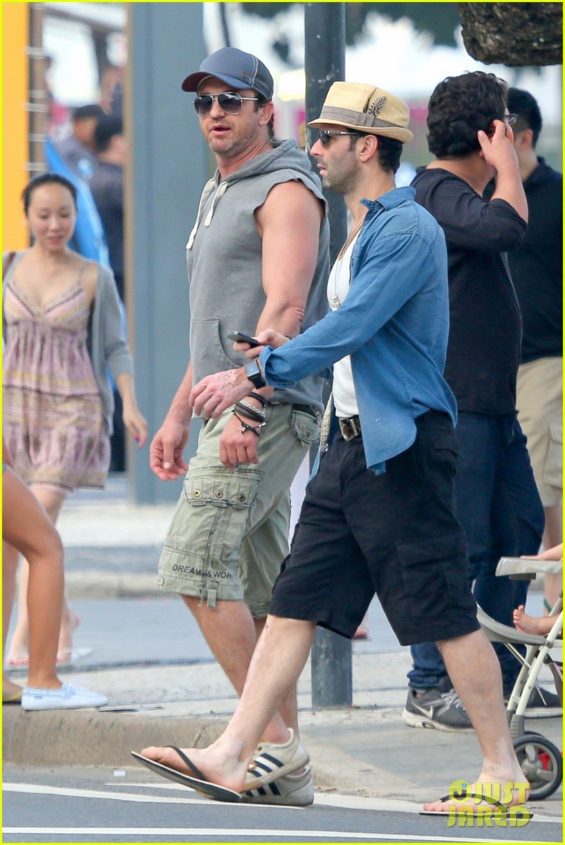 gerard butler beach sleeveless shirt brazil 28